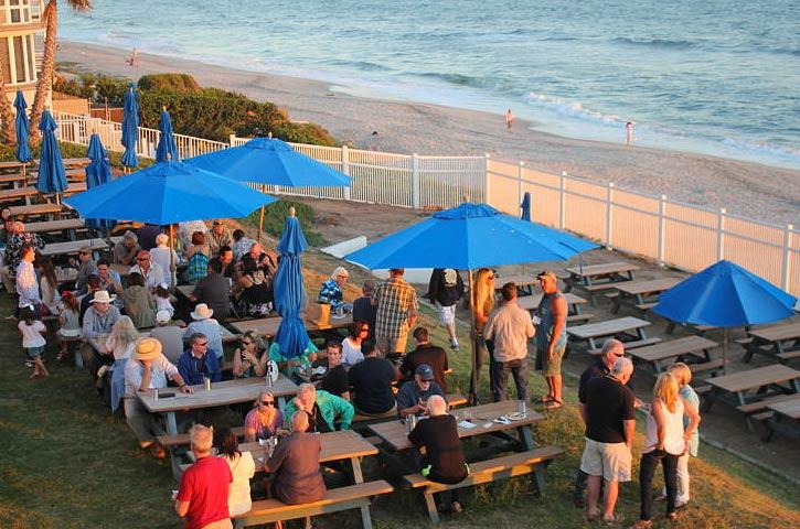 alumni-weekend-picnic-by-beach-725